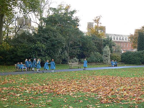 écolières en bleu.jpg