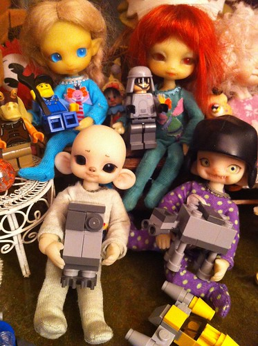 MaY's Da Force Be Wids Ya PeePs! by DollZWize