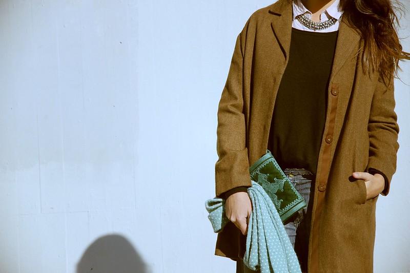 Look abrigo masculino + pantalon ancho