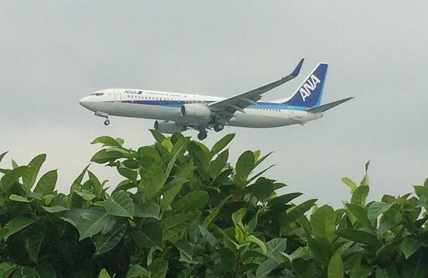 160918 瀬長島上空を通過する飛行機