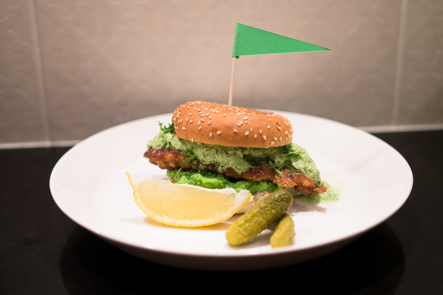 Fish burger with mushy peas & tartare sauce