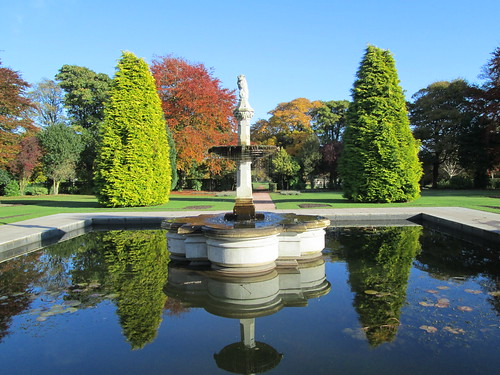 Beveridge Park fountain & trees 2