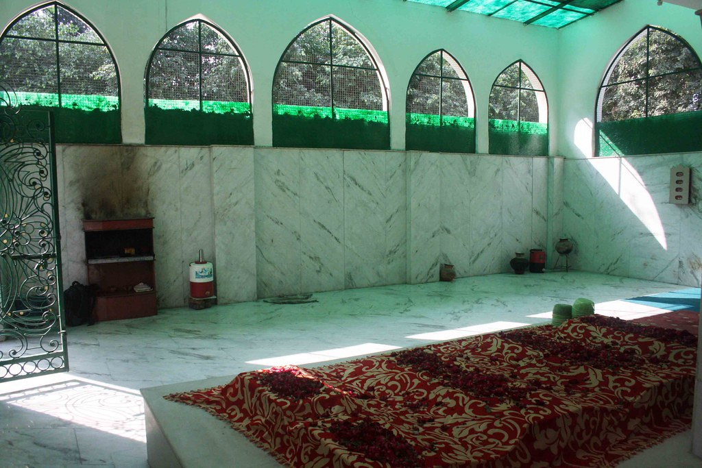 City Faith – Bibi Fatima Sam's Dargah, Kaka Nagar