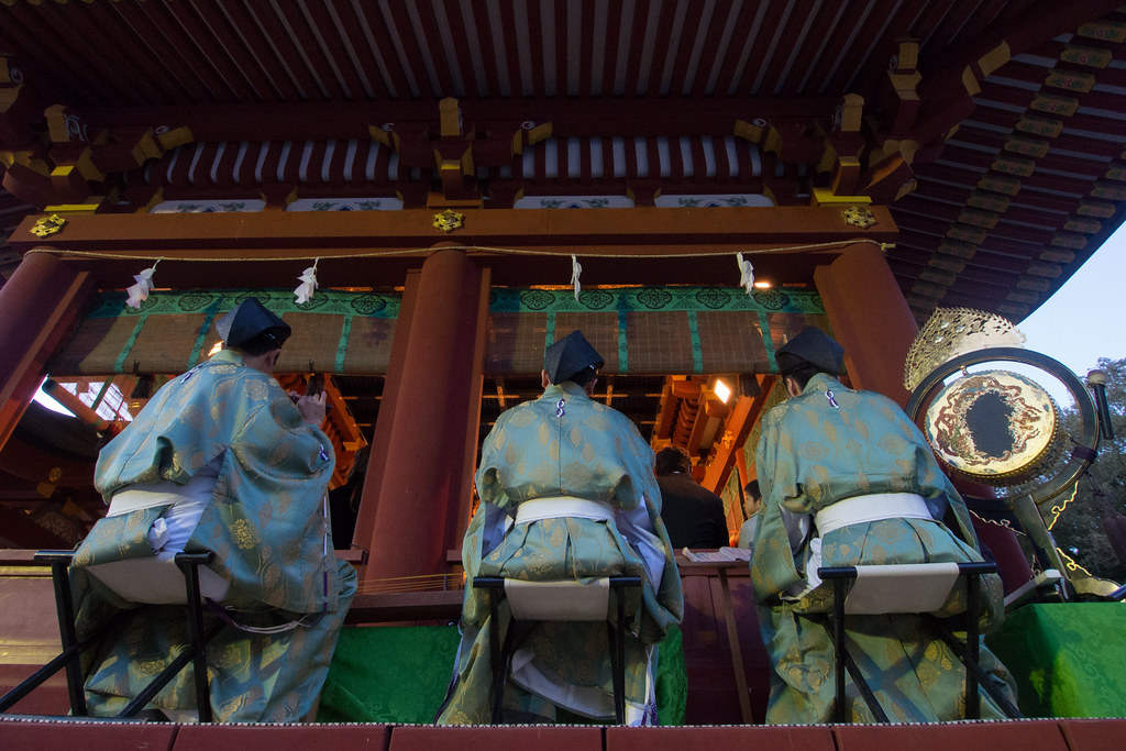 鶴岡八幡宮で演奏する三人 2012/11/10 OMD01416