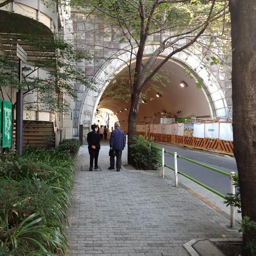 愛宕山へ上がるエレベーター by haruhiko_iyota