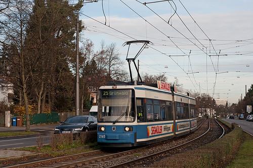 Wagen 2165 erreicht den Authariplatz