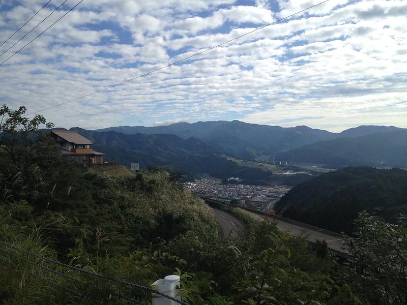 九頭竜湖へ向かう道