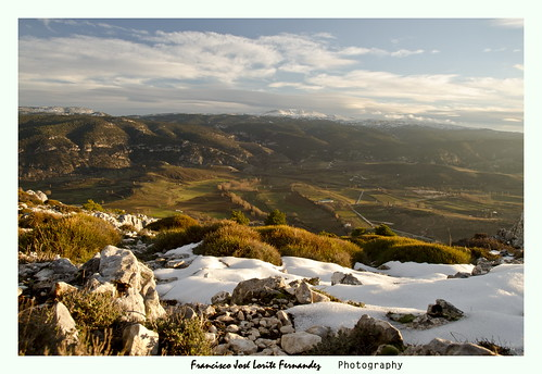 Wintry contrast of South Mountains - Contraste invernal en las montañas del Sur