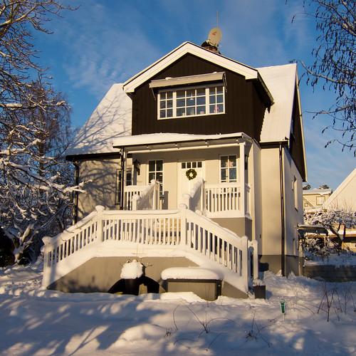 Huset i vintersol