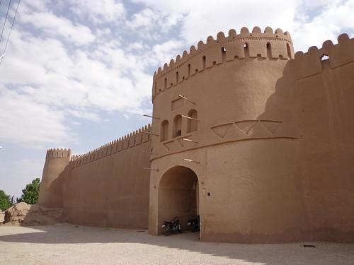 Entrada na fortaleza de Rayen no Irao