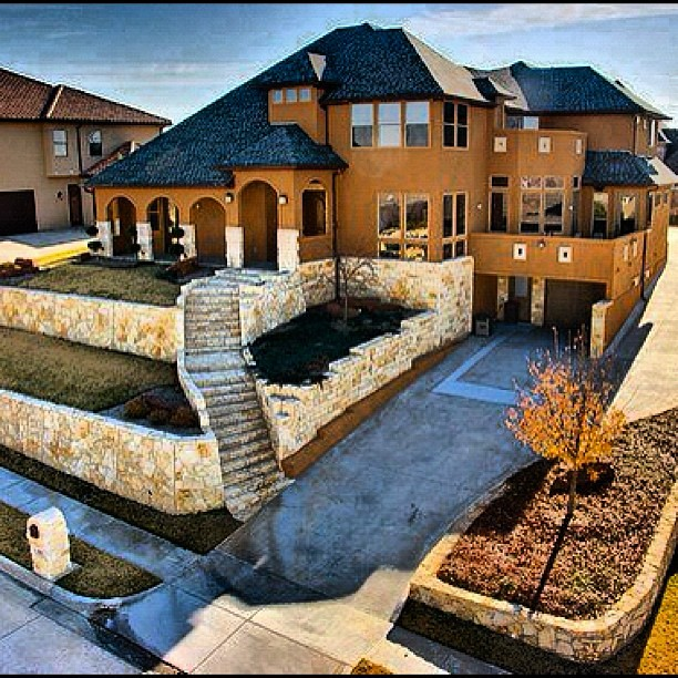 Scret Garge Luxury House: #mansion #casa #home #house #hot #phat #driveway #big