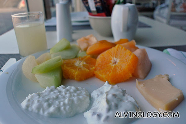 I could get used to this diet of fruits, cheese and yoghurt for breakfast!