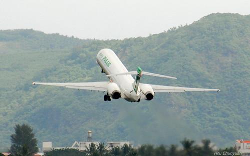 Uni Air McDonnell Douglas MD-90-30