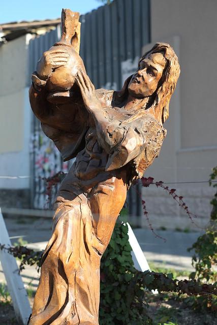 Деревянные скульптуры в Симферополе - винодел