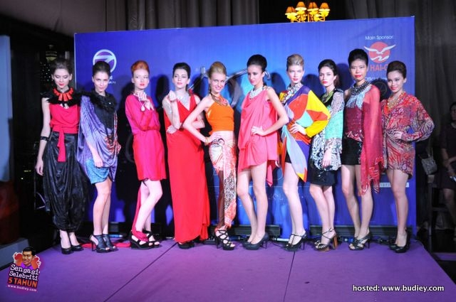 Fashion Show - Collections by Tom Abang Saufi