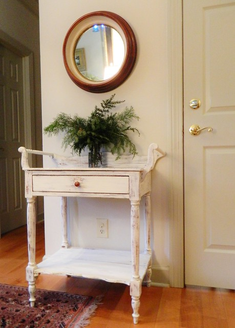 painted wash stand in winter white via homeologymodernvintage.com