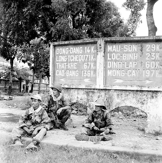 Lạng Sơn Tháng7/1953 - Raid des parachutistes sur Lang Son, commandé par le lieutenant-colonel Ducourneau (opération