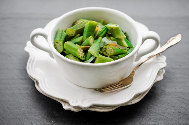 Okra in an Oil and Onion Saute