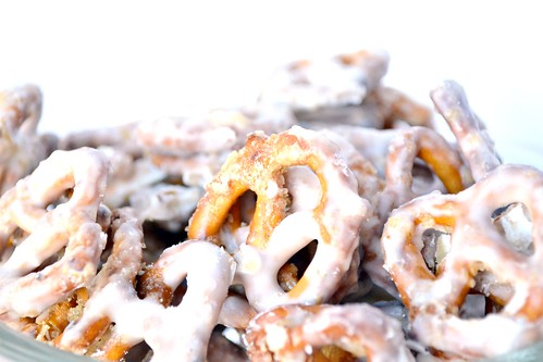 white chocolate caramel pretzel snack mix