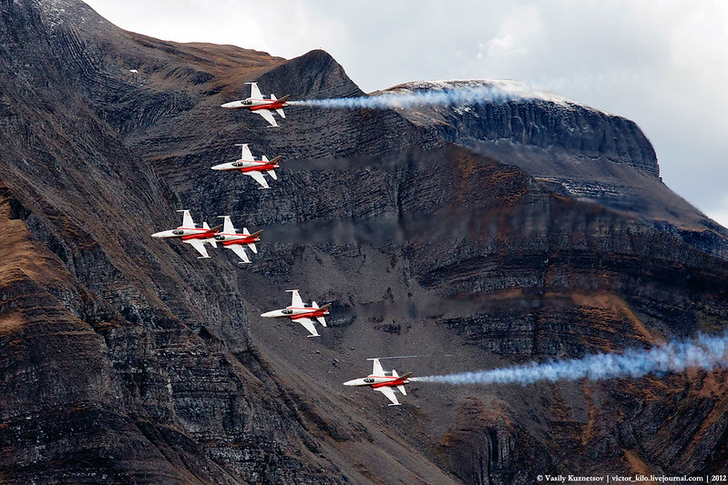 Patrouille Suisse performance at Axalp 2012