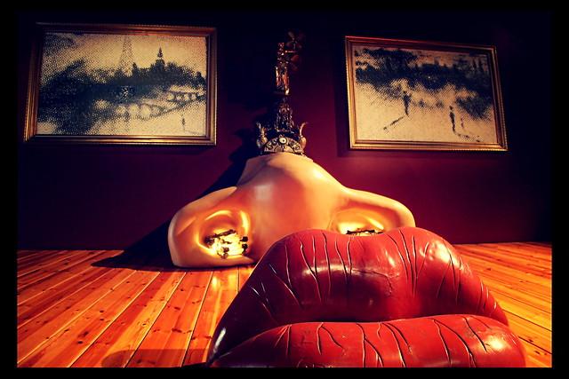 Kiss Kiss Dali Museum; Barcelona