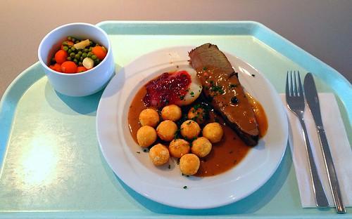 Hirschbraten mit Wacholdersauce & Mandelkroketten / Roast venison with juniper sauce & almond coquettes