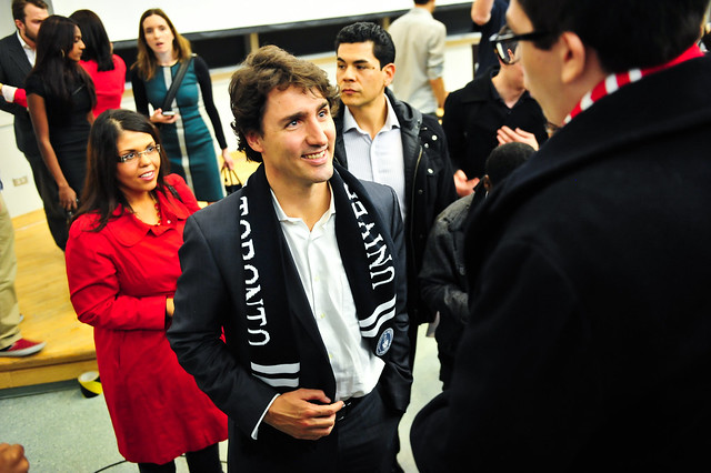 Justin speaks with students at the University of Toronto. Justin parle avec des étudiants à L'Université de Toronto. Nov 13, 2012. (Photo by Joe Pacione)