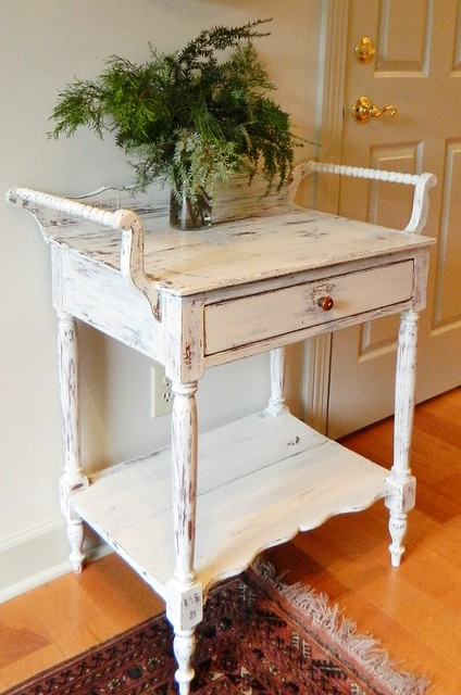 antique wash stand painted in winter white via homeologymodernvintage.com