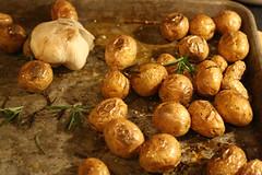 shallot(0.0), produce(0.0), vegetable(1.0), potato(1.0), food(1.0), dish(1.0), root vegetable(1.0), tuber(1.0),