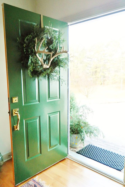 rustic antler wreath via homeologymodernvintage.com