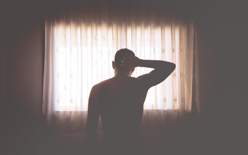 [フリー画像素材] 人物, 男性, 人物 - 後ろ姿, 窓 ID:201212061800