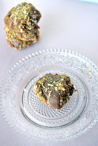 rolo cookies with coconut graham cracker crust