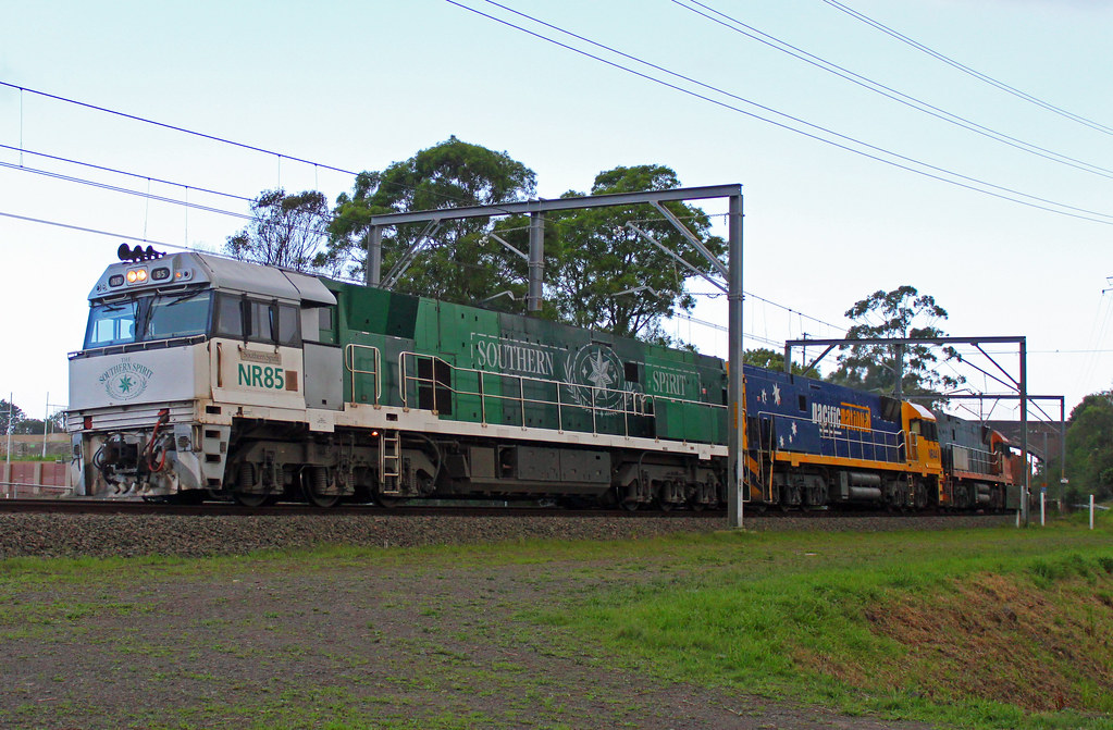 NR85, NR44, NR118 3WB3 Thirroul by Thomas