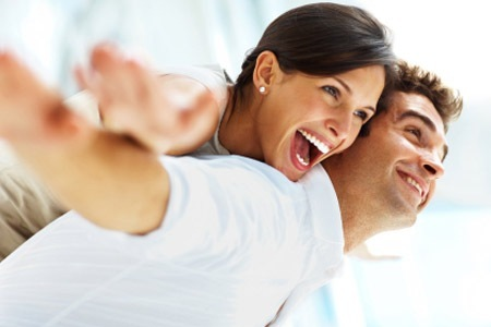 pasangan bahagia