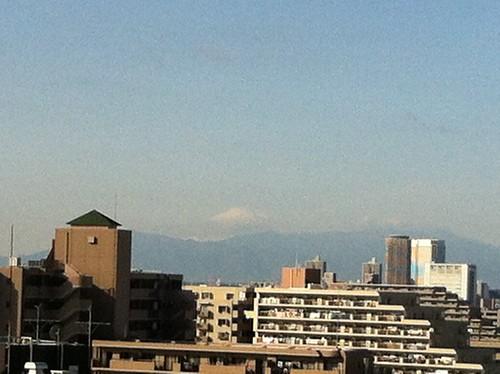 富士山も真っ白