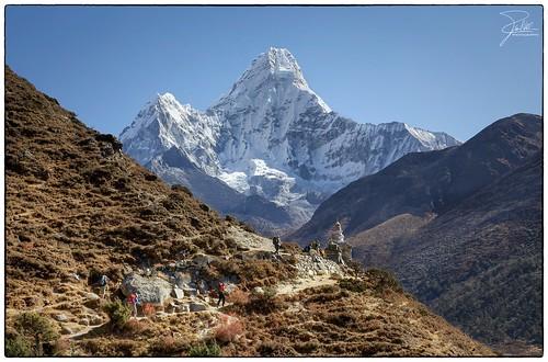 nepal trekking canon hiking stupa f10 himalaya amadablam deboche pangboche 24105 dingboche canonef24105mmf4lis ef24105mmf4lisusm canoneos5dmarkii sagarmāthāzone everestbasecamptrekkingroute