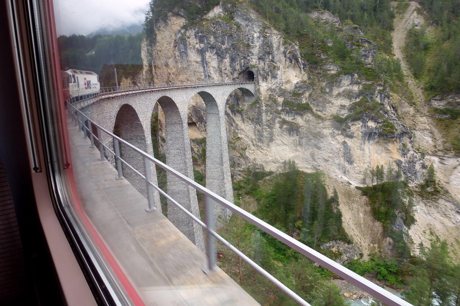 El viaducto de Landwasse es uno de los puntos más impresionantes del trayecto