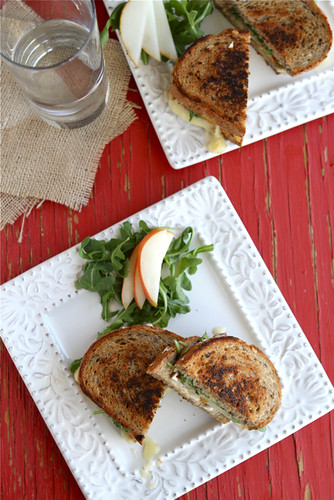 Grilled Cheese Sandwich Recipe with Brie, Pear & Hazelnuts by Cookin ...