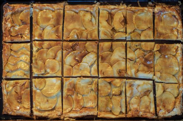 apple mosaic salted caramel tart - De La Casa