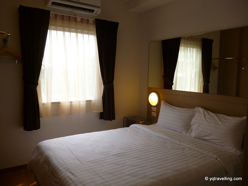 Double room of Tune Hotel Asoke