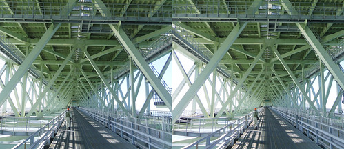 Central maintenance path of Akashi-Kaikyo Bridge, stereo parallel view
