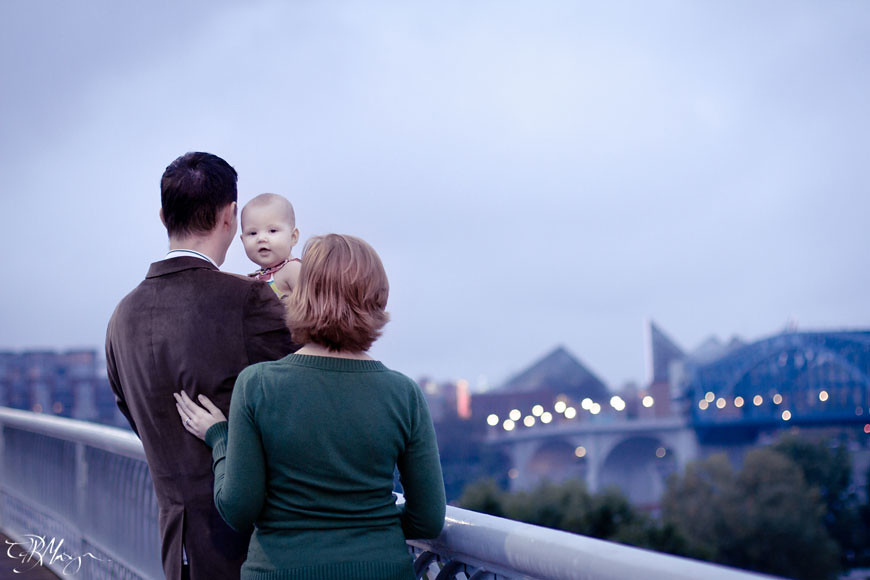 Family_Chattanooga_Walking_Bridge_Coolidge_Tennessee_Aquarium