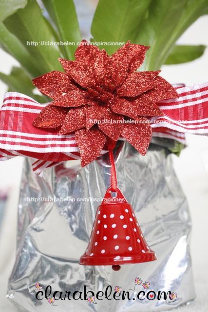 Macetero navideño hecho con una bolsa de pienso para mascotas