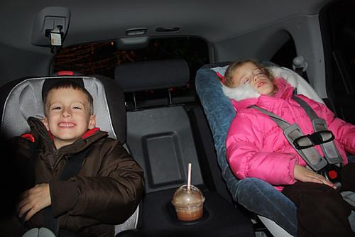 Kids-Enjoying-Lights