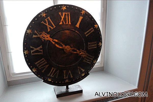 A clock piece decoration