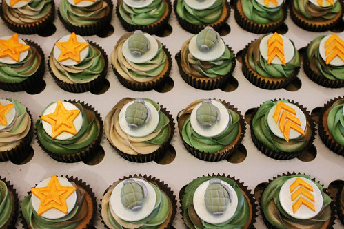 Tristan's army theme camouflage cupcakes 08