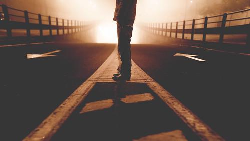 [フリー画像素材] 人物, ボディーパーツ - 足, 道路・道, セピア ID:201212131800