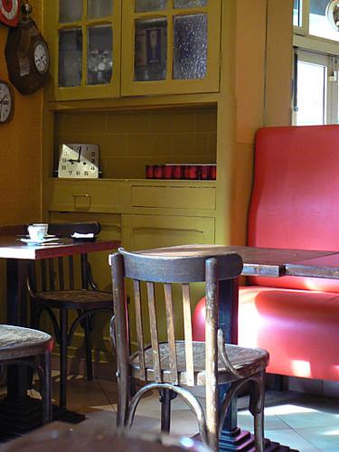 dans un vieux café 2.jpg