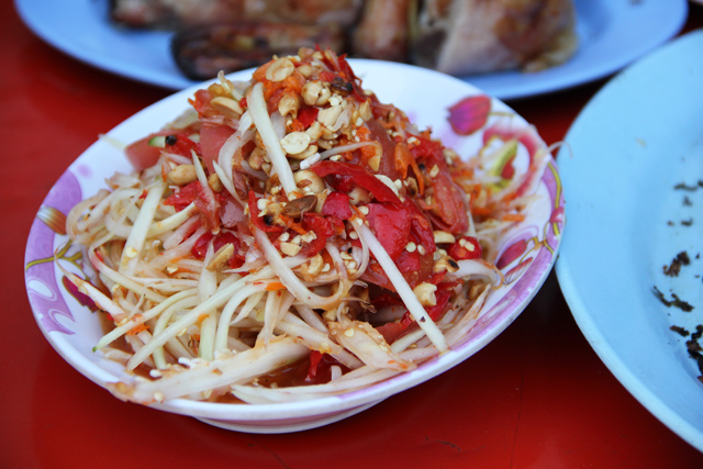 Som tam (green papaya salad ส้มตำ)