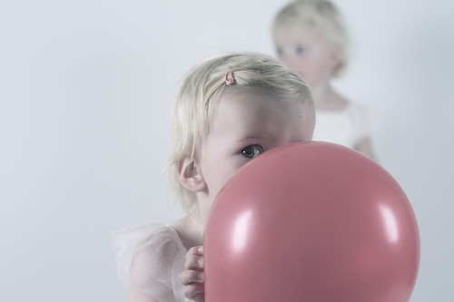 [フリー画像素材] 人物, 子供 - 女の子, 人物 - 二人, 風船 ID:201212201600